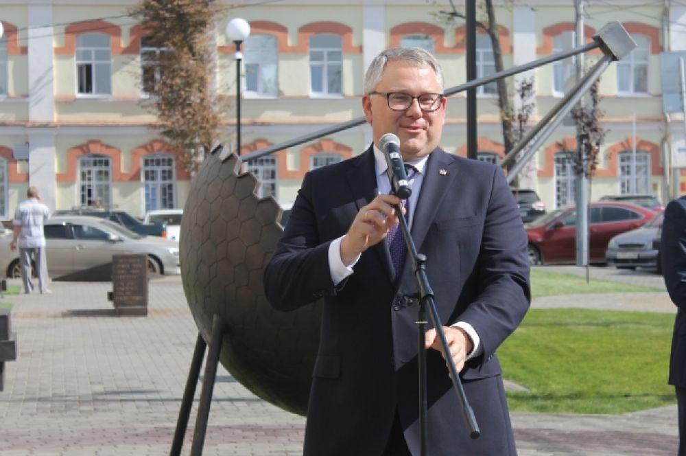 На открытии присутствовал глава департамента образования региона Олег Мосолов