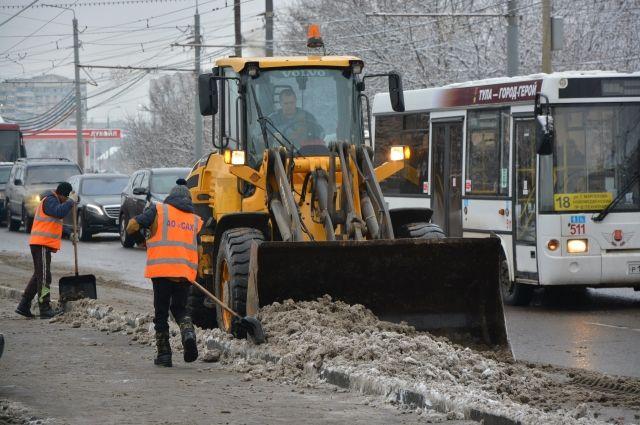 В Омске готовят спецтехнику в зиме.