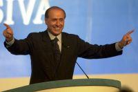 В центре картины - бывший премьер-министр Италии Сильвио Берлускони.