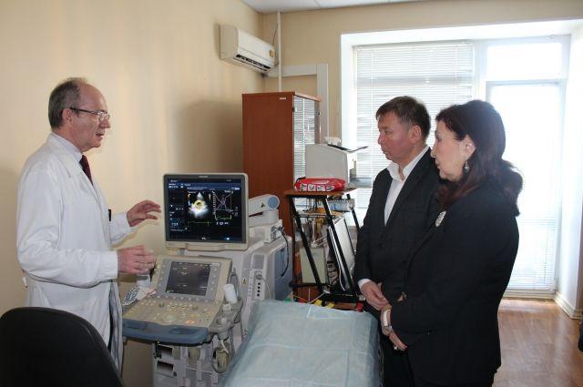 Делегация врачей из Казахстана в Омском диагностическом центре.