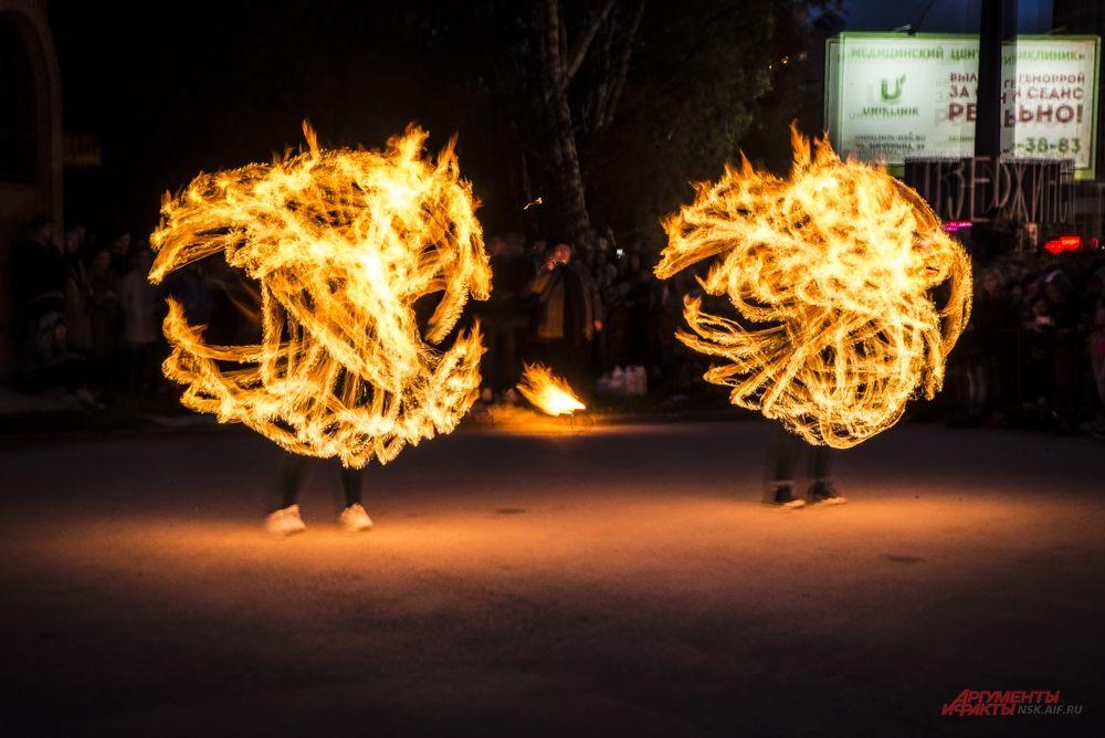 Огненное шоу прошло неподалеку от парка «Берёзовая роща».