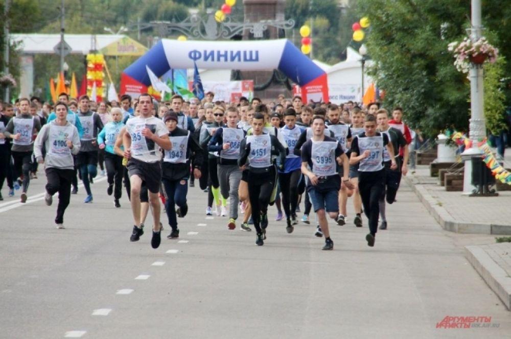 Старт на самую популярную дистанцию дал прославленный спортсмен Алексей Негодайло.