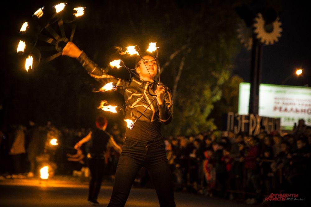 Каждое движение специалистов по огню - особый ритуал.
