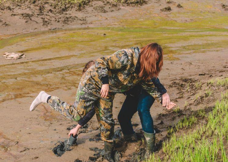 Во времена палеолита в этом месте был лог глубиной 11 метров, поэтому ходить по поверхности нужно быстро, иначе можно увязнуть.