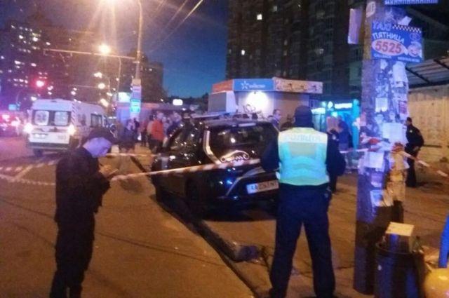 Очевидцы ДТП в Киеве на Минской разбили автомобиль виновника аварии