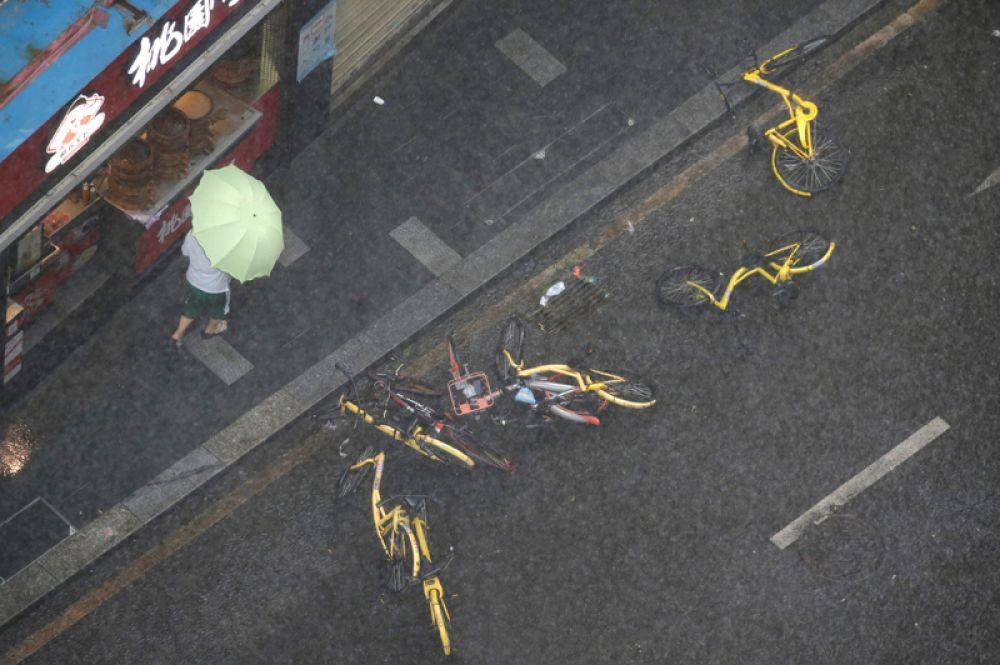 Стоянка для велосипедов на улицах Шэньчжэня.