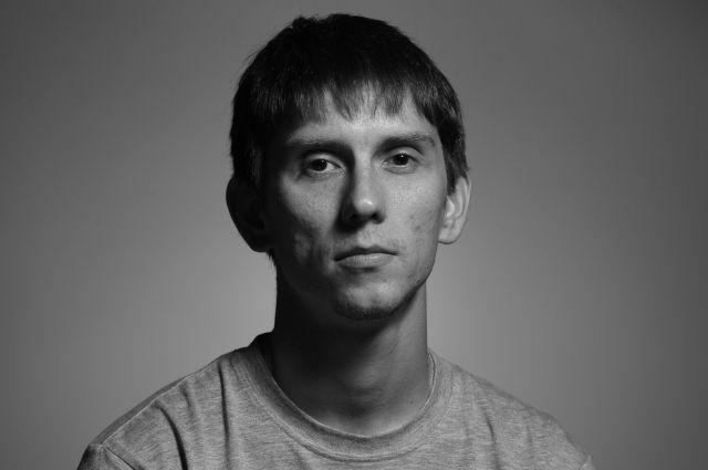 Свидетели, в том числе журналисты, которые находились поблизости в момент задержания Аскариди пояснили, что Владислав во время репортажа вел съёмку, двигался с колонной, но не выкрикивал лозунги.