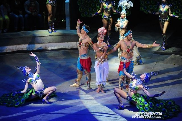 Зрители оценили и мастерство артистов, и красоту костюмов.