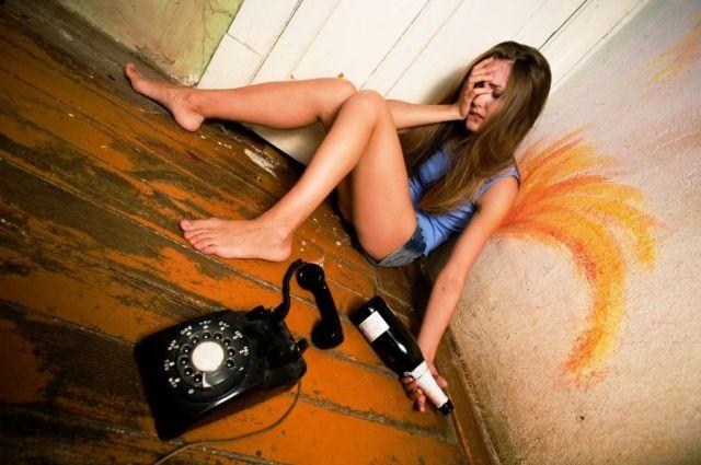 В Каменском девушки-подростки попали в реанимацию с отравлением алкоголем