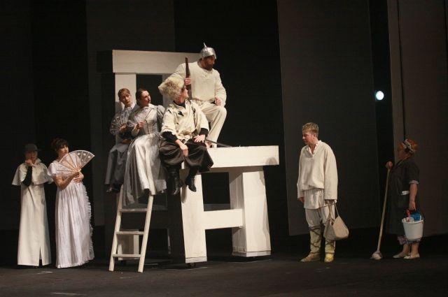 Поиск вектора развития в Драмтеатре напоминает странствия Ивана в пьесе Василия Шукшина.