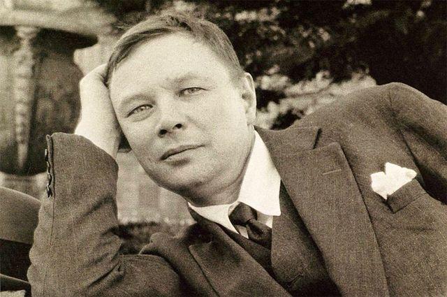 Михаил Ларионов.