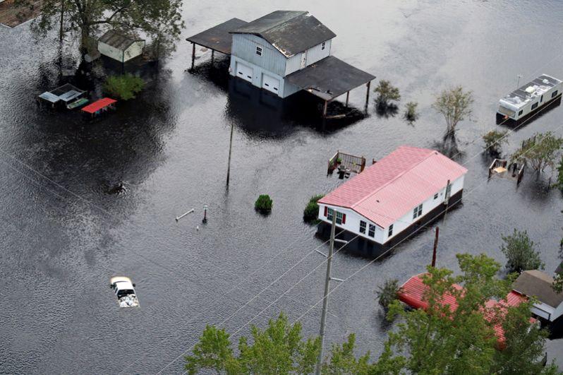 Затопленные кварталы города Ламбертон, Северная Каролина.