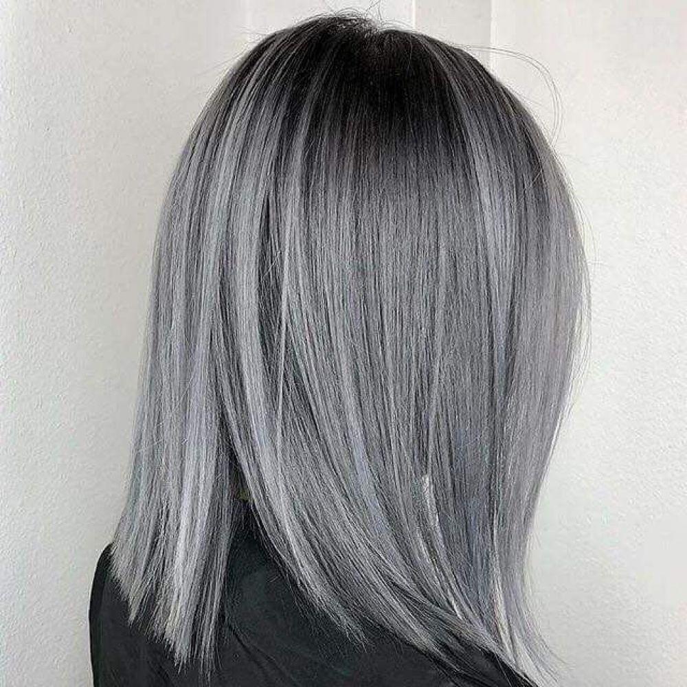 Еще один антитренд осени-2018 - седая окраска волос. Ну правда, к такой мрачной поре, как осень, седой цвет волос совсем не подходит.