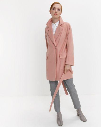 Мягкие жакеты в виде пиджака тоже уходят в небытие. Хоть в моде и многослойность, но дизайнеры, в особенности - Оскар де ла Рента, делает акцент на многослойности текстур и тканей, а не цветов и предметов одежды.
