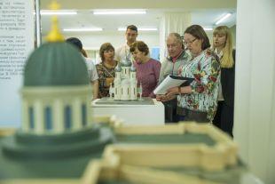 Выставки «Зримый Петербург» и «Зримый Новосибирск» в ГПНТБ