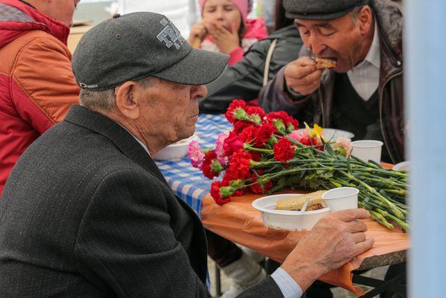 Старики воевали, трудились, не жалея себя, теперь им льготы - на выбор - не больше одной.