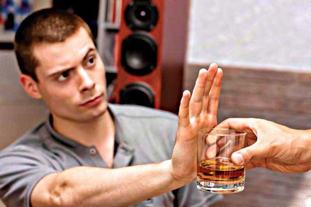 Даже в малых количествах спиртное опасно.