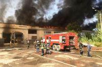 Под Житомиром 20 часов пожарные тушили картонный завод
