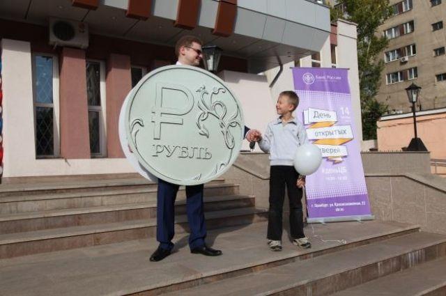 Самых маленьких оренбуржцев ждет детская площадка с играми, рисованием и финансовыми пазлами.