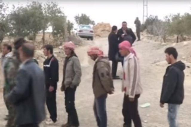 Боевики в Сирии сдают оружие.