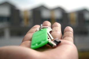 Действовали они аккуратно, завышая, но оставляя цену на недвижимость средней по рынку.