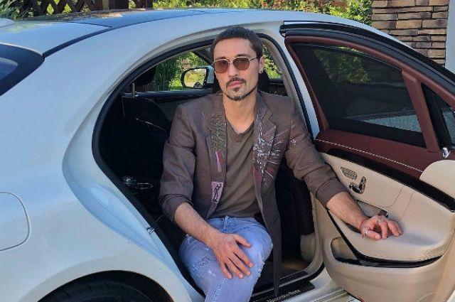 Известный российский певец стал виновником аварии в Москве