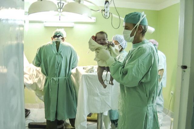 Девочка родилась через полчаса после того, как мамочку довезли до роддома.