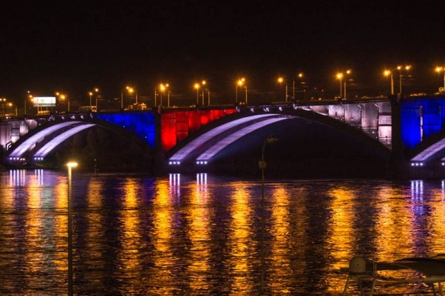 Мост подсветят красно-синими цветами.