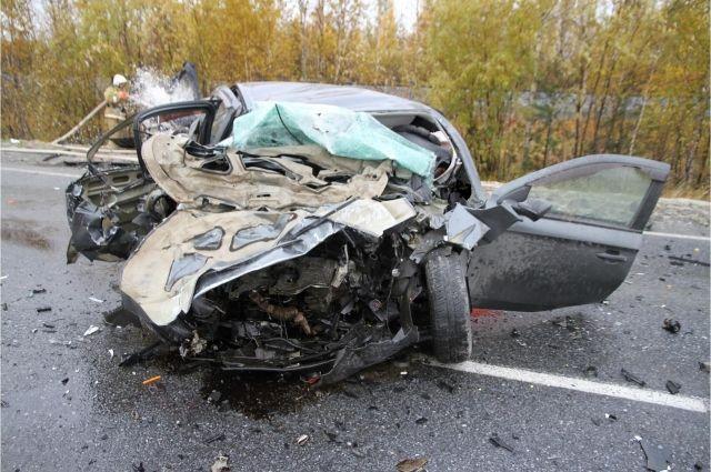 В ДТП в Пуровском районе один водитель погиб, второй – госпитализирован