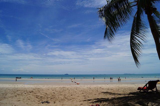 Потерпевшие надеются вернуть свои деньги и всё-таки увидеть белые пляжи Азии