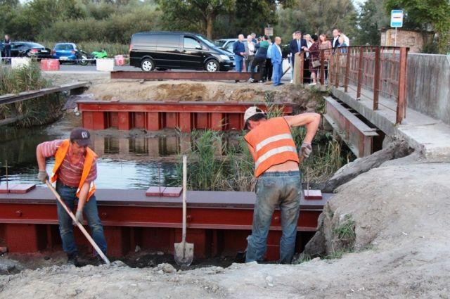 Для жителей микрорайона Прегольский построят новый временный мост.