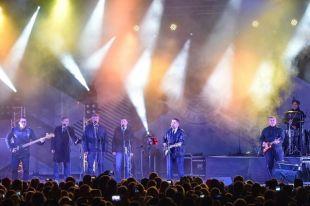 Легендарный коллектив исполнил новые композиции и любимые многими временем хиты.