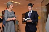 Дмитрий Артюхов посетил Национальную библиотеку Ямала