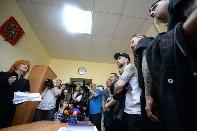 Музыканты польской группы Behemoth на оглашении решения Октябрьского районного суда Екатеринбурга о депортации. 2014 г.