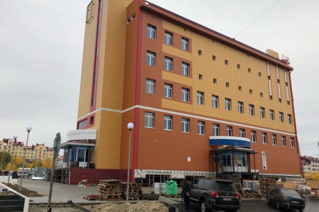 Дом для медиков и здание госархива сдадут в Салехарде до конца года