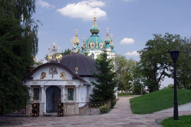 Опрос: автокефалию церкви поддерживает менее половины украинцев