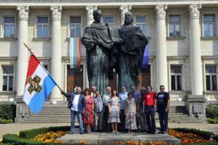 Прощались с Софией у болгарских Кирилла и Мефодия, которые, как и у нас, стоят на пощади перед главной Национальной библиотекой Болгарии.