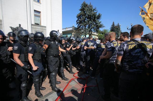 Националисты в Киеве продолжили митинг у администрации президента
