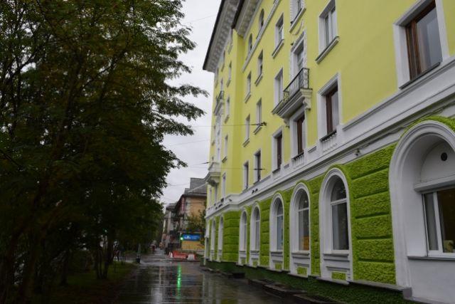 Строители уверены: лаймовый цвет дома на Челюскинцев, 11 порадует северян в полярную ночь.