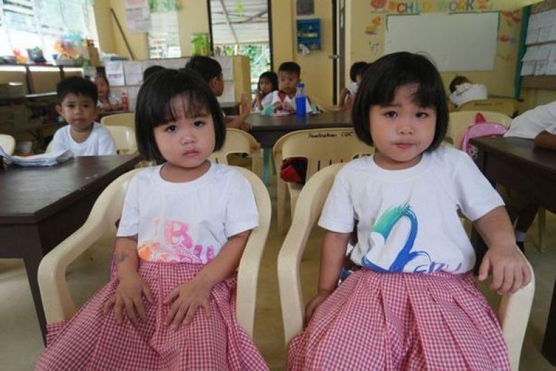 Иногда бывает так, что у одних и тех же родителей на свет появляется сразу несколько пар близнецов.