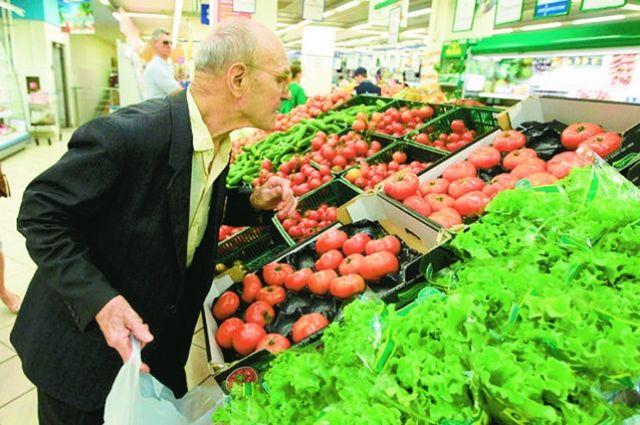 Цены овощей на рынке гораздо выше, чем в сетевых супермаркетах, в то время как поставщик один и тот же.
