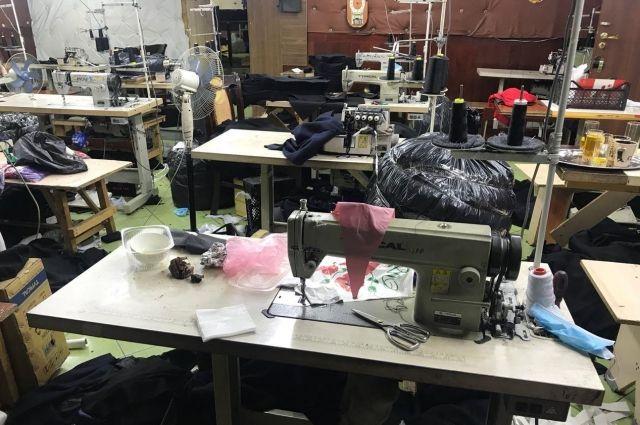 В Одессе подпольный цех штамповал «брендовую» одежду