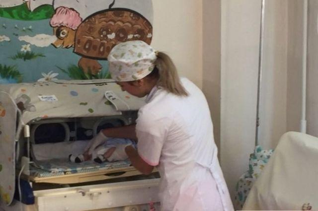Не побои: врач назвал причину синяков у подкинутого младенца из Первомайска