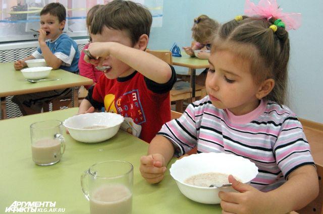 В детских садах Калининграда меняется режим работы групп.
