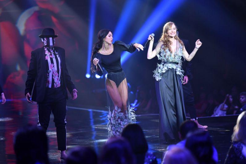 Конкурс красавиц украсили еще две красавицы украинского шоу-бизнеса - Слава Каминская и Виктория Смеюха -