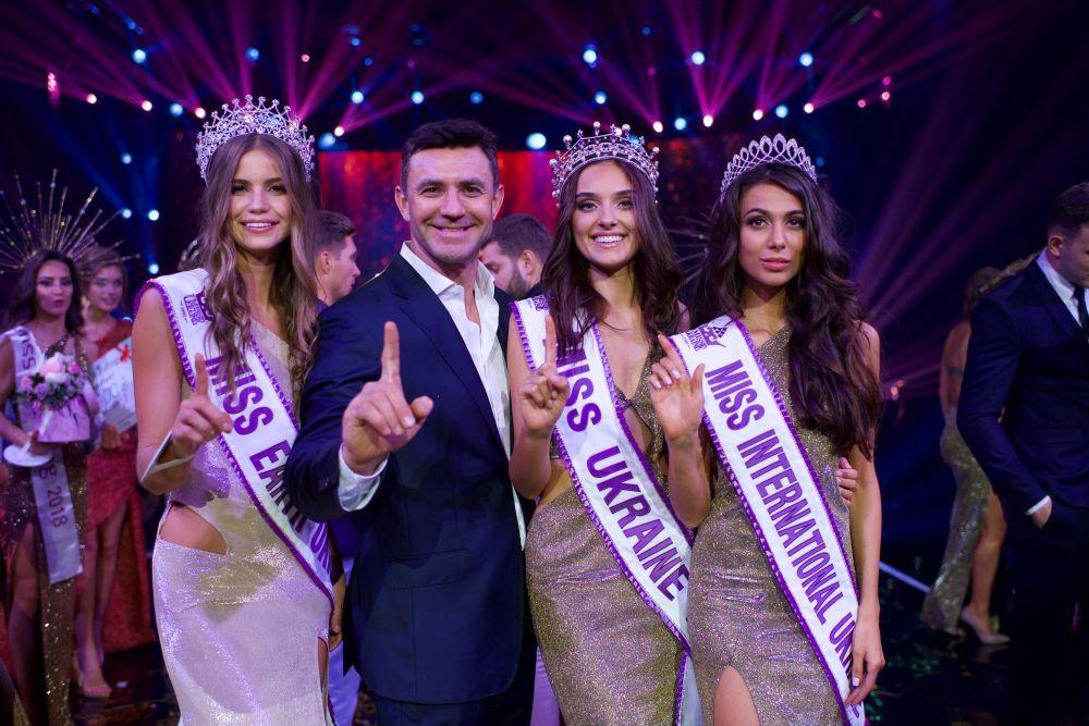 Победительницы конкурса - Мисс Украина-2018 Вероника Дидусенко, а также  Miss Ukraine International 2018 и Miss Ukraine Earth 2018 - еще две номинации, которые девушки отправятся защищать за границу.