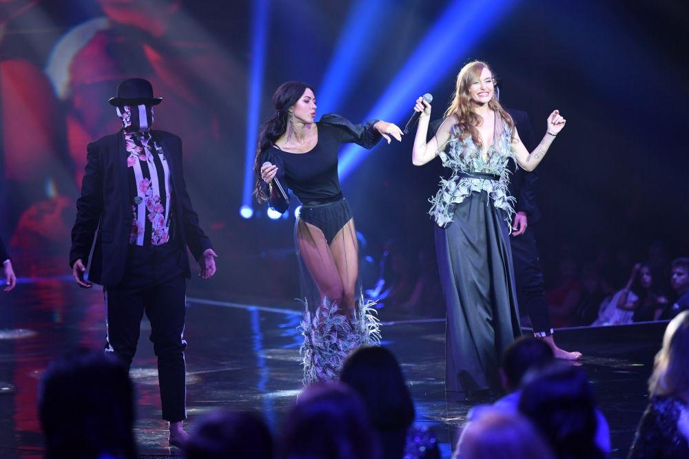"""Конкурс красавиц украсили еще две красавицы украинского шоу-бизнеса - Слава Каминская и Виктория Смеюха - """"НеАнгелы""""."""