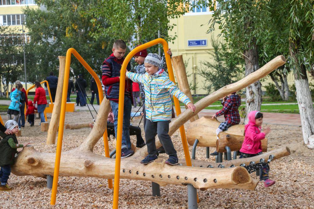 На территории бульвара появились детская площадка, спроектированная архитектурным бюро «Чехарда».