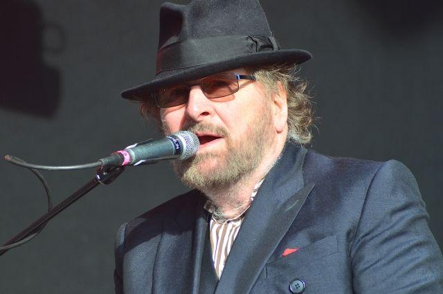 В Великобритании умер музыкант Чарльз Ходжес