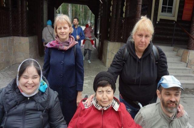 Любая экскурсия для людей, обременённых тяжёлым недугом, - праздник. Волонтёры уверены - устроить его не трудно, было бы желание